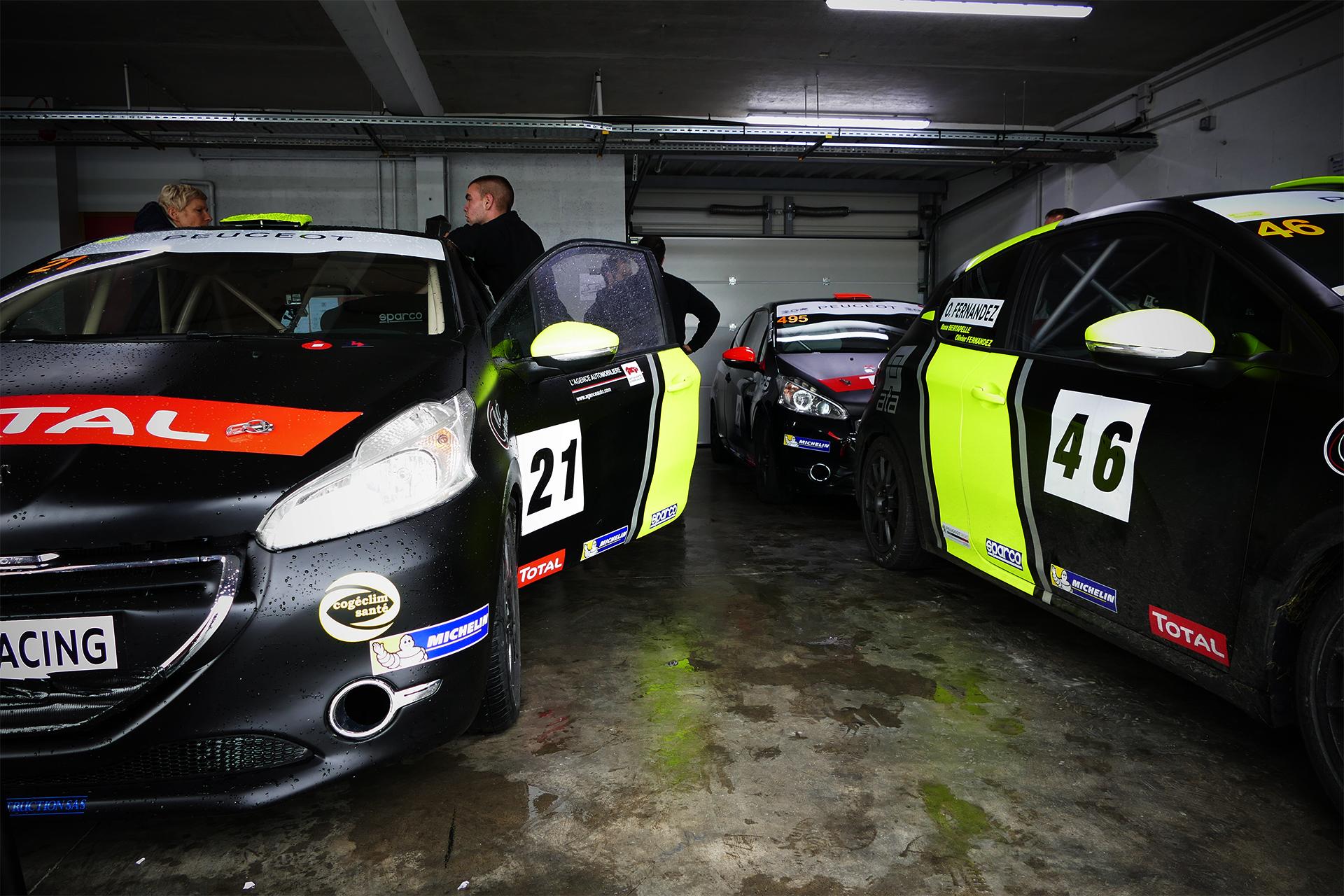 Val de Vienne - Rencontres Peugeot Sport - 208 Racing Cup - Box vu devant